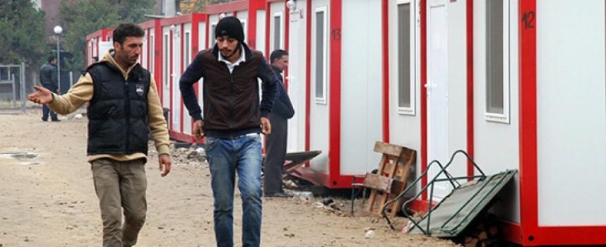 МВР пусна обществените поръчки за контейнери, тоалетни и бани за мигрантите