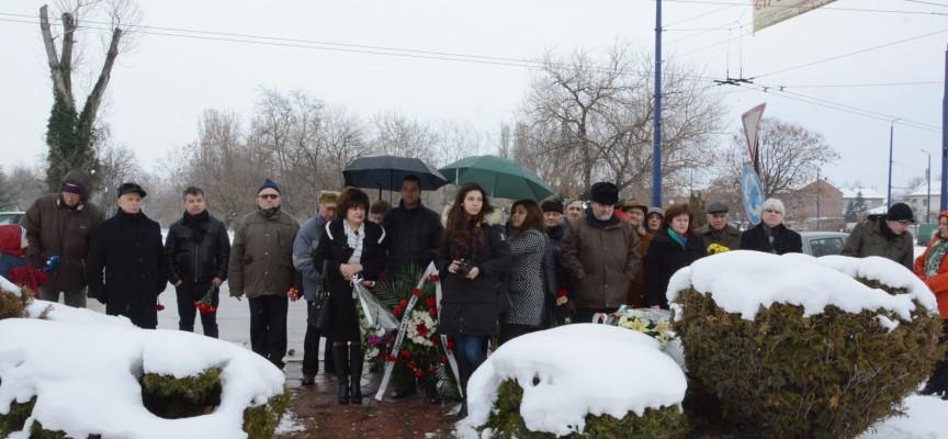 В понеделник: С цветя и венци скланяме глава пред освободителите и спасителя на Пазарджик