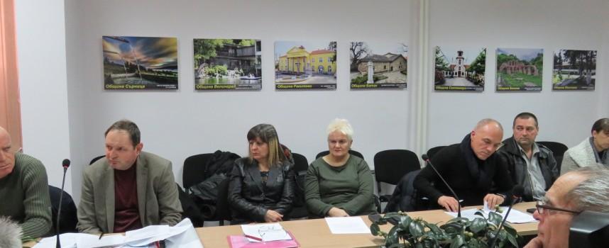 Кунева пусна децата във ваканция, на училище са на 9 януари