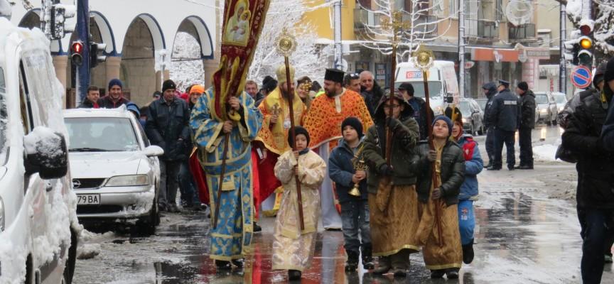 В Пазарджик: Хвърлят кръста на Богоявление в 11 ч., тази събота