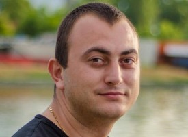 """Добрата новина: Стоян Георгиев изработи безвъзмездно табела за кабинета по история в """"Г.Брегов"""""""