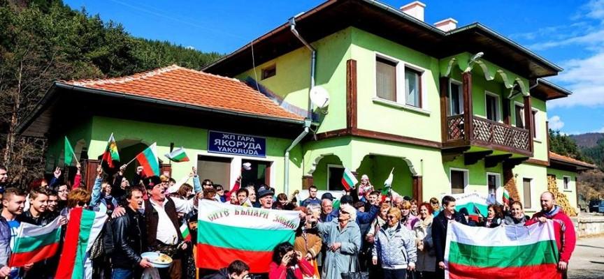 На 3 март: Политици искат да се возят на теснолинейката