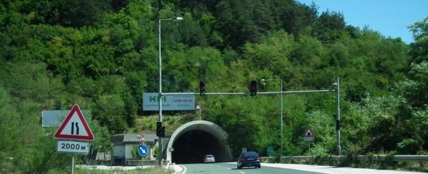 Спипаните в тунела Траянови врата търгували с крадени цигари и билети от лотарията