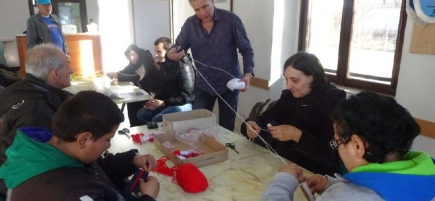 """Работилница за мартеници отвори арт клубът към """"Човеколюбие"""""""