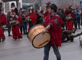 7 групи от Виноградец и страната дефилираха на площада в селото за Дервишовден