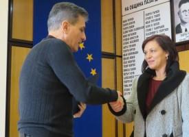 """Жителите на """"Осми март"""" 10 поканиха градоначалника на рязане на лента за санирания си блок"""