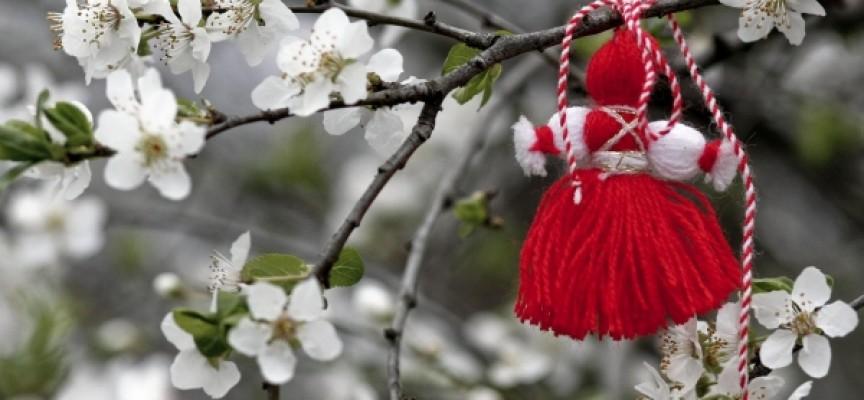 Пазарджик: Откриват изложбата на мартеници в общината в 11 часа