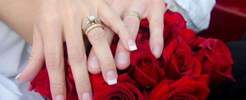 Статистиката: 58.7 на сто от двойките раждат дете без брак
