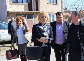 Омбудсман Мая Манолова отчаяна от нехайството на депутатите към обувния цех във Ветрен