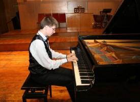 Талантливият десетокласник Георги Василев – солист в следващия концерт на симфониците