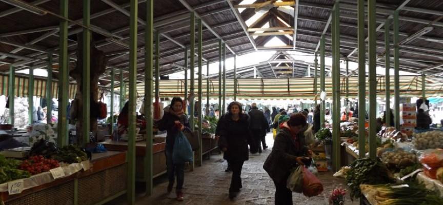 От понеделник: До 10 февруари правят ремонт на плочника на централната алея на пазара