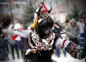 """Лесичовските кукери с невероятна фотосесия от """"Българските корени"""""""