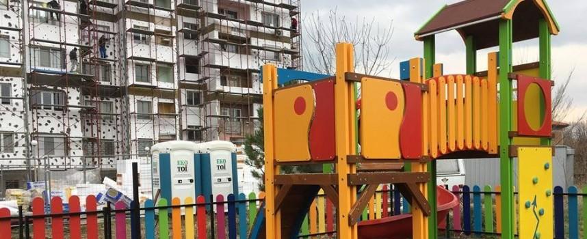 Правят нови 6 детски площадки в Септември