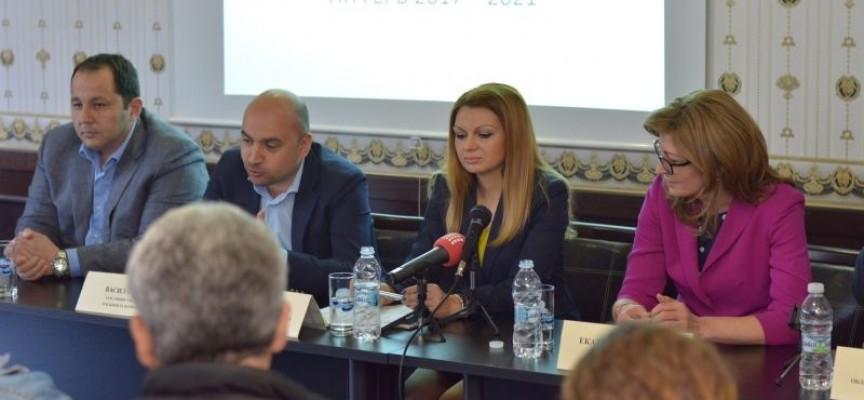 Екатерина Захариева: Нашите опоненти обещават да увеличат плащанията на декар. Ние го направихме