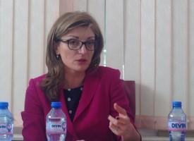 """Екатерина Захариева се срещна със служители на фирмите """"Лазур"""" и """"Гидо"""" в Пещера"""