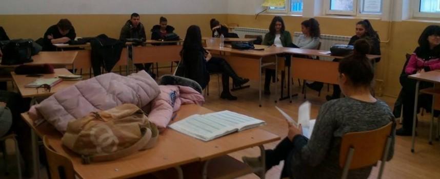 """На 1 и 2 април правят пробни матури за седми клас в """"Аксаков"""""""