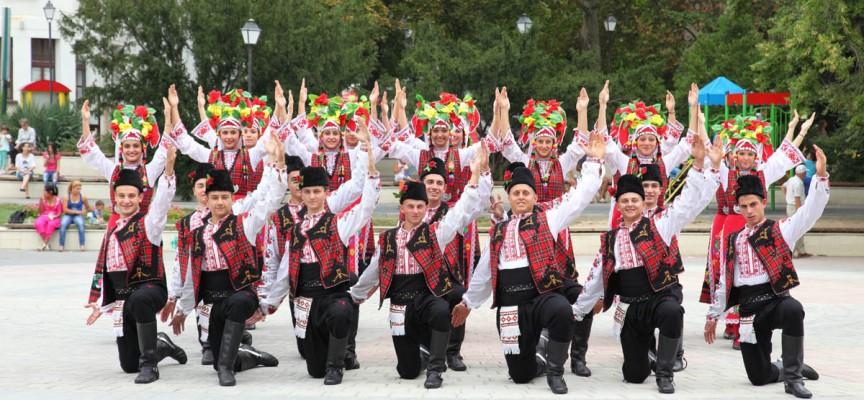 """Традиционният концерт на """"Чудесия"""" е днес на пл. """"К. Величков"""", най-малките танцуват за първи път"""