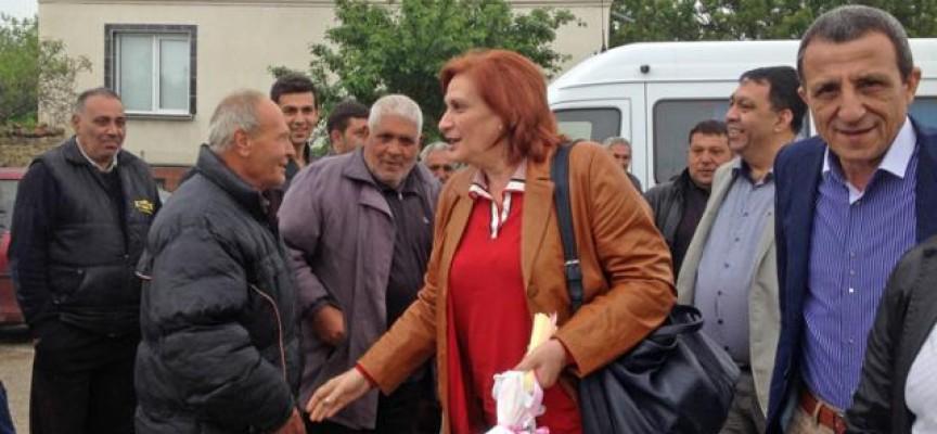 Искра Михайлова се срещна с жители на Побит камък