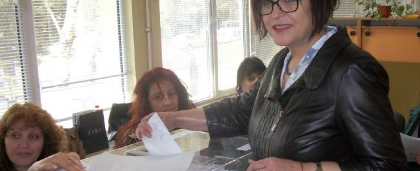 "Бойка Маринска гласува в ""Здравец"""