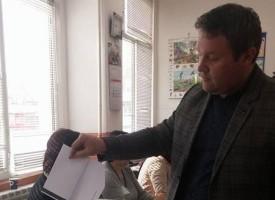 """Ангел Минков пусна бюлетината си в гимназия """"Г.Бенковски"""""""