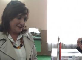 Искра Михайлова гласува в Пазарджик