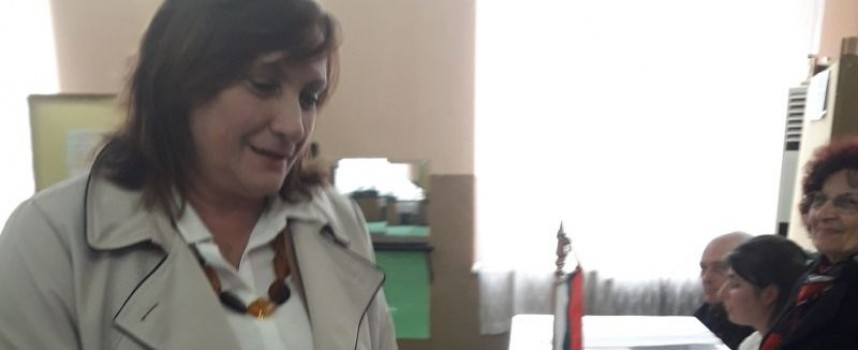ДПС изпраща в Брюксел Искра Михайлова, Илхан Кючюк и Атидже Алиева – Вели