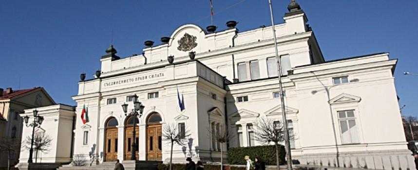 УТРЕ: Депутатите полагат клетва, вижте биографиите на избраниците от 13 МИР