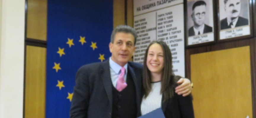 Кметът Тодор Попов награди с парична премия заслужили млади спортисти