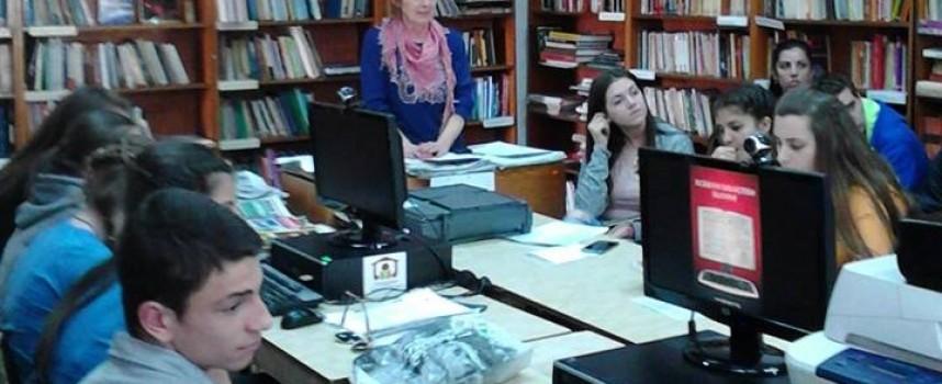 Читателска връзка: Жена прави протези на осакатени книги