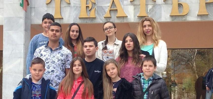 """Септември: Учениците от """"Христо Ботев"""" с нов успех от феста в Кюстендил"""