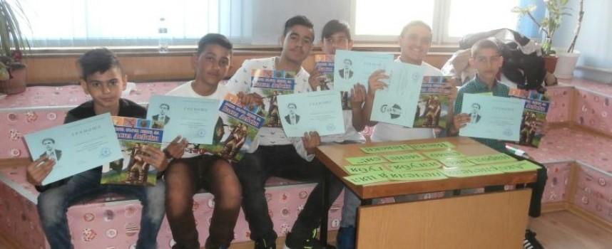 """Ученици от """"Св. св. Кирил и Методий"""" участваха в състезание-викторина на тема"""" Левски"""""""