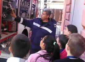 Пещера: Доброволци и деца от Библиотеката се срещнаха с пожарникари