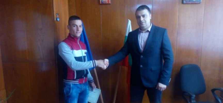 Комисар Рогачев награди Станислав Киров за доблест