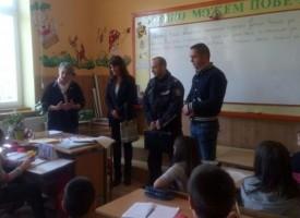 Пещера: Гл. инспектор Елена Абаджиева награди четирима ученици за доблестна постъпка