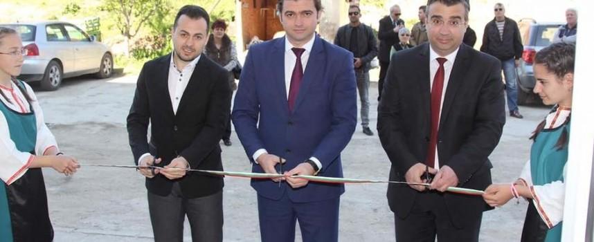 Стойно Чачов и губернаторът откриха първия саниран блок в Стрелча