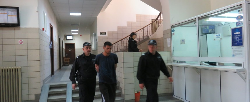 Грабителят Емил Асенов: От две години нищо не съм барал, питай шефката ако искаш