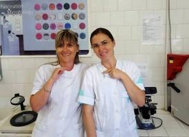 Наши лаборантки рисуват с микроби за американски конкурс
