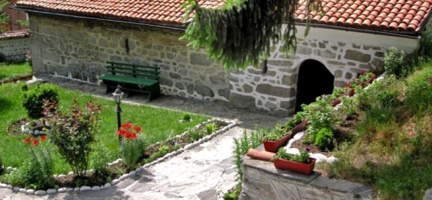 Съботни маршрути: Добърско и Христос в капсула, Белица и танцуващите мецанки