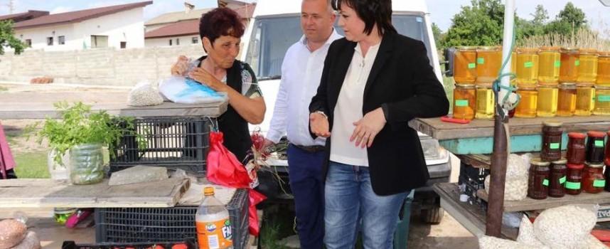 На път за Батак: Нинова се спря при производители от Карабунар