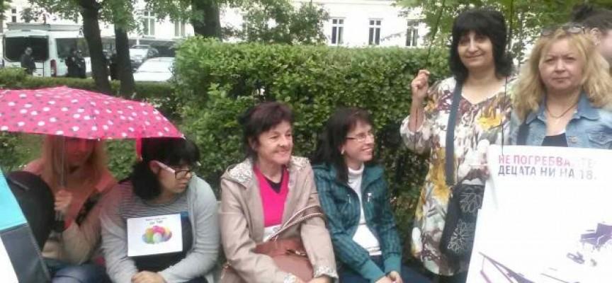 Майките от протеста са приети за преговори в Народното събрание