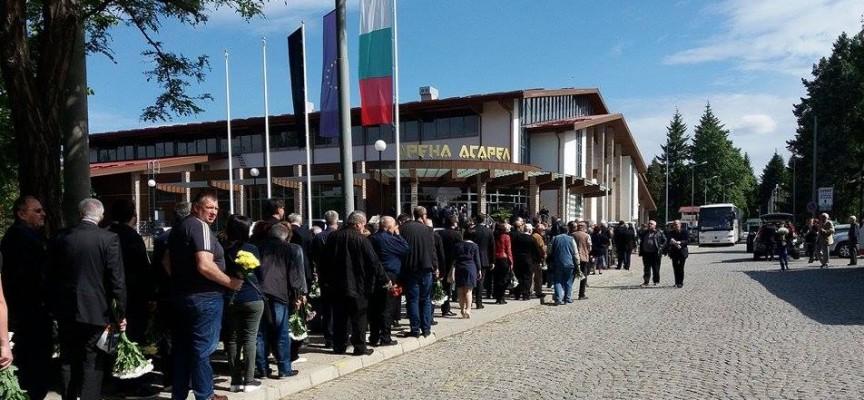 Панагюрище в траур: Над 10 000 души се събраха, за да изпратят проф. д-р Лъчезар Цоцорков