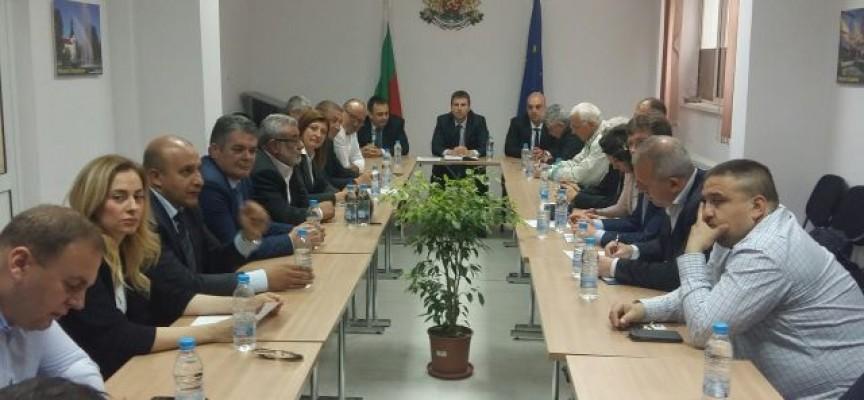 Губернаторът се срещна с народните представители от региона и кметовете