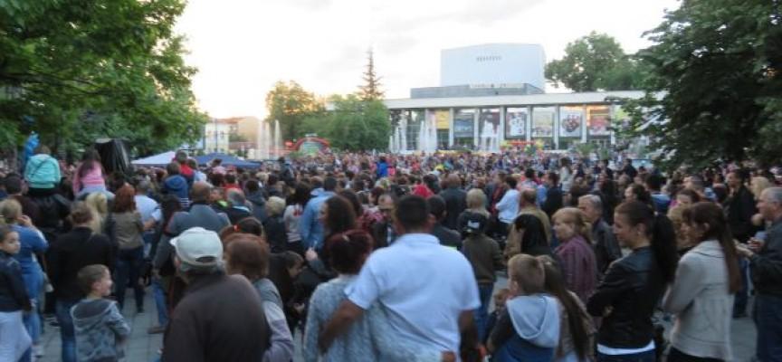 Криско, Миро, Краси Радков, Боби Солтарийски, Годжи и Магаданс събраха 5000 души на Тортата