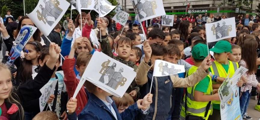 Пещера: Кметът Николай Зайчев награди ученици и учители