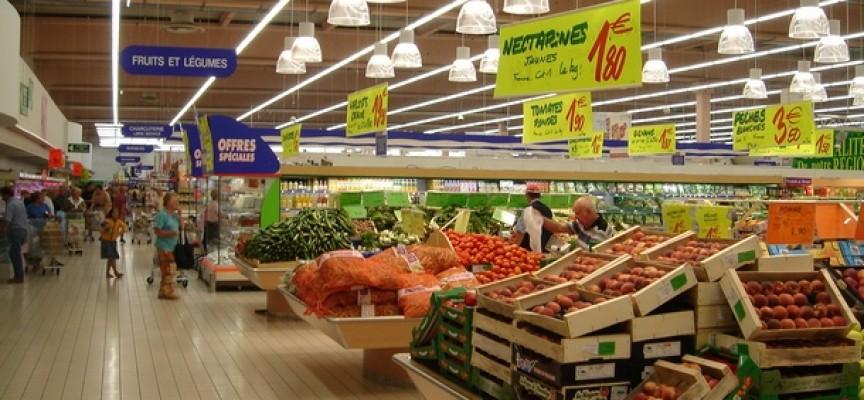 Инспектори по храните проверяват дали хипермаркетите ни цакат с двоен стандарт