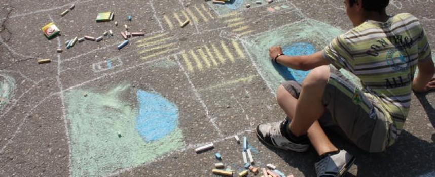 В четвъртък: Деца рисуват на площада в Црънча