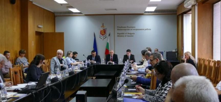 Министър Радев: Отнемаме книжките на водачите с неплатени актове за нарушения на пътя