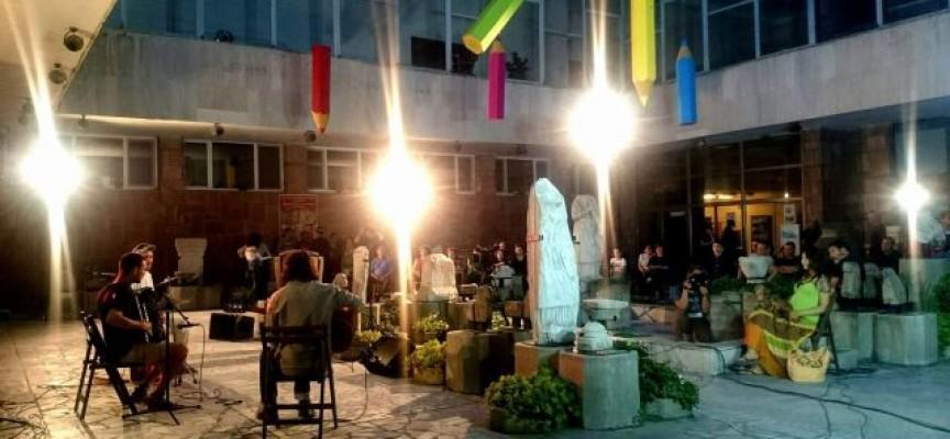 Омайваща юнска вечер в Лапидариума: Музиканти на световно ниво свирят за меломаните в Пазарджик