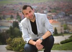 """В петък: Михаил Караиванов представя """"#53 пъти Любов и други важни неща"""""""