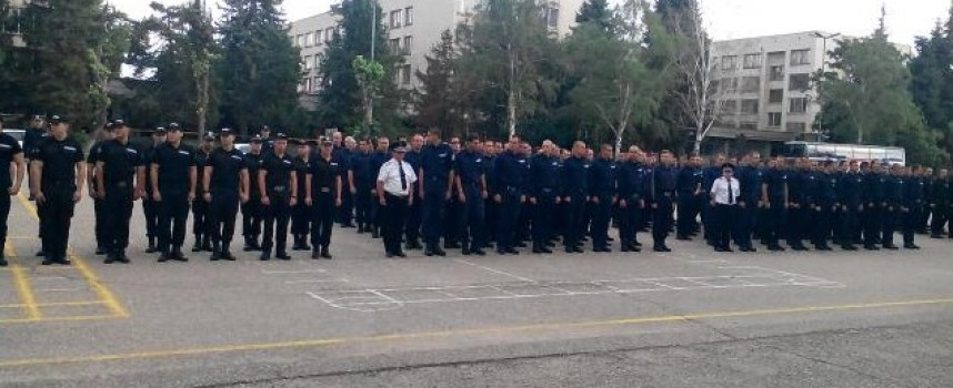 Зам. министърът на МВР Стефан Балабанов дойде за клетвата на полицейските курсанти